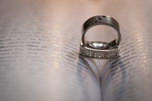 Eheleute mit Fotobox